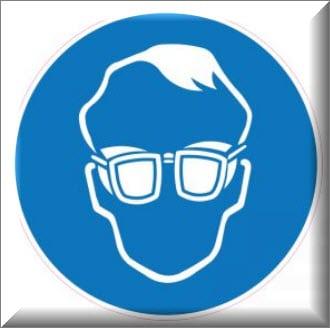 يجب وضع نظارات حماية العين